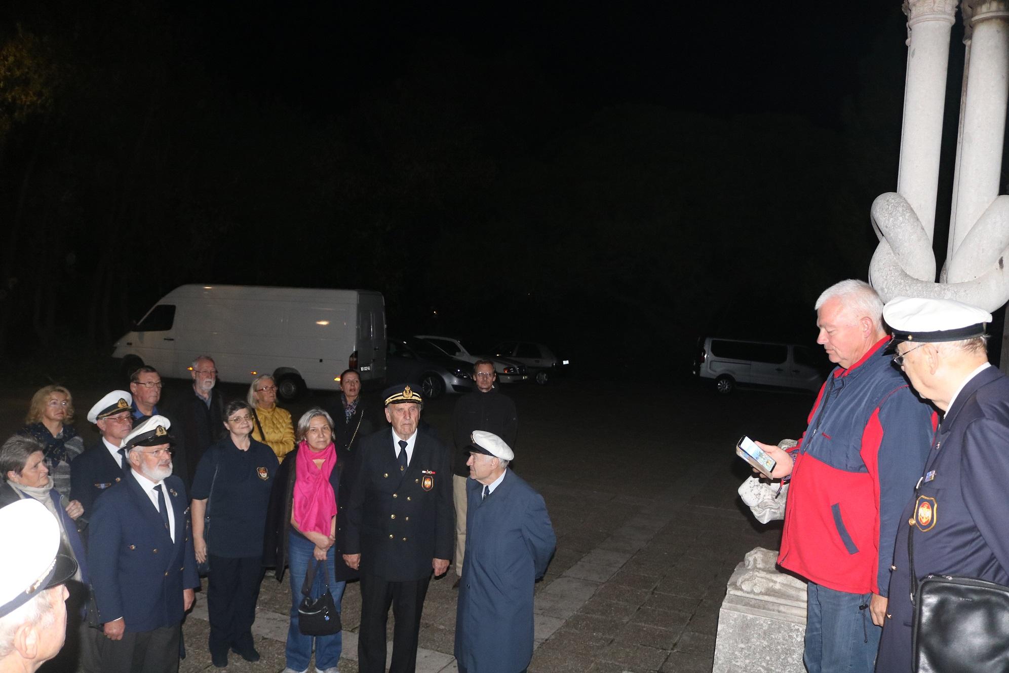 Gedenken an der Marinekirche in Pola