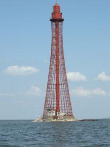 Leuchtturm in der Djnepr-Mündung, erbaut von Vladimir G. Schuchov 1911. Schuchov erfand die Gitterkonstruktion aus verdrehten, sich überkreuzenden Stabreihen. Bildquelle: Andrij Kutnyi / TU München