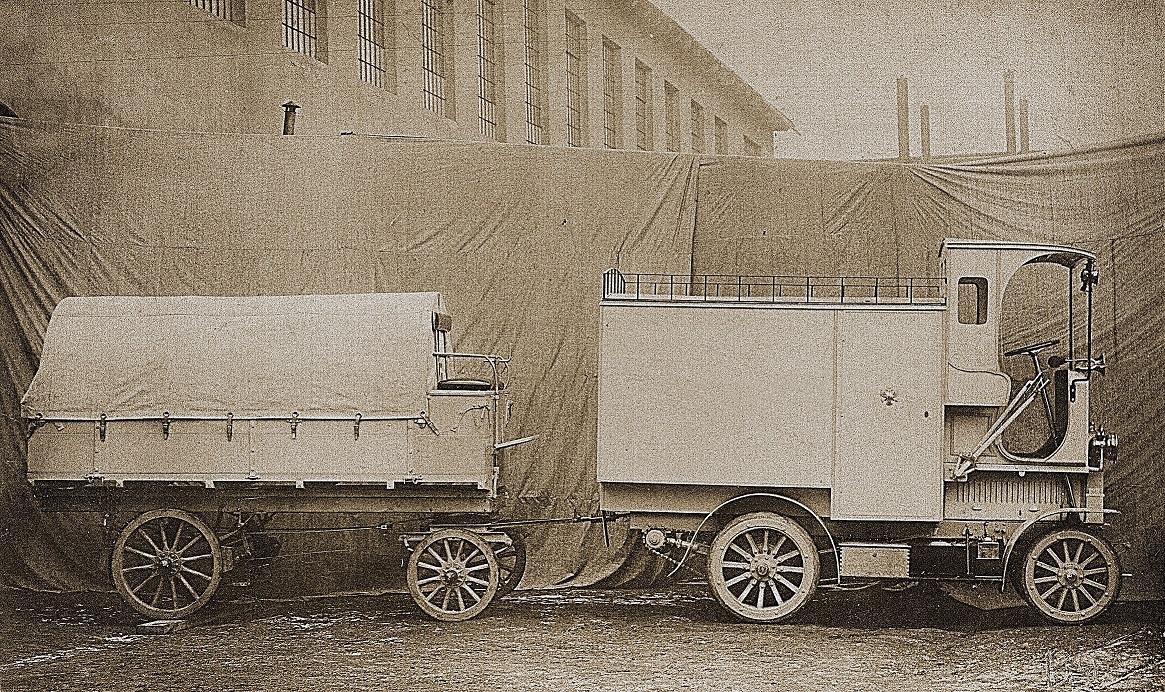 Der Lieferwagen fasste bis zu 4,8 Kubikmeter Post und eine Nutzlast von 900 Kilogramm. Der Zweiachs-Anhänger mit dem vorne sitzenden Bremser erhöhte die Nutzlast des Lastzugs um weitere 1.500 Kilogramm. Bildquelle: Skoda Auto Deutschland GmbH